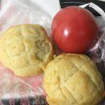 手作りメロンパンとトマトいただきました!実はトマト好きなんです(笑)ありがとうございます!#メロンパン#トマト#美容院 #美容室#神楽坂 #早稲田 #江戸川橋 #山吹町 #新宿区